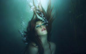 underwater-woman